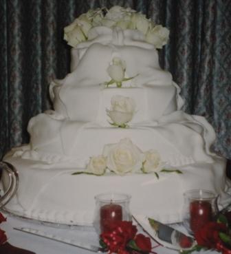 N & S wedding cake