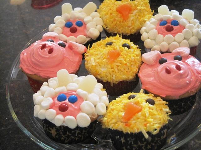 farm animals birthday party theme