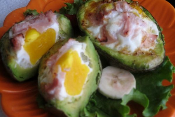 Baked avocado with eggs and ham 1