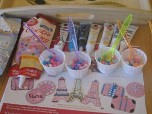 French theme cookies decorating kit