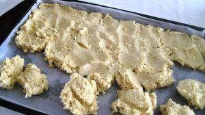 spreading the cake dough