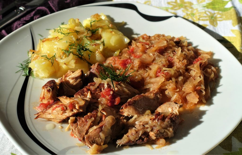 Sauerkraut and Ribs – Crockpot Recipe